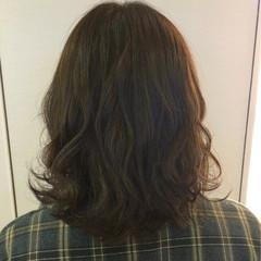 波ウェーブ ミディアム 巻き髪 抜け感 ヘアスタイルや髪型の写真・画像