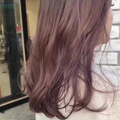 ラベンダーピンク ピンクベージュ フェミニン セミロング ヘアスタイルや髪型の写真・画像