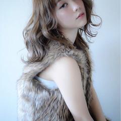 ミディアム アンニュイ ウェーブ ヘアアレンジ ヘアスタイルや髪型の写真・画像