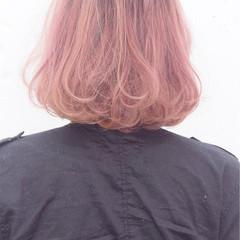 ピンク ストリート ブラウン 外国人風 ヘアスタイルや髪型の写真・画像