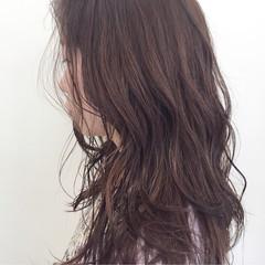 ウェットヘア ロング 透明感 巻き髪 ヘアスタイルや髪型の写真・画像