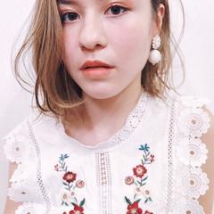 セミロング ミルクティーアッシュ ミルクティーベージュ 透明感 ヘアスタイルや髪型の写真・画像