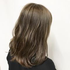 オリーブアッシュ ミディアム イルミナカラー ストリート ヘアスタイルや髪型の写真・画像