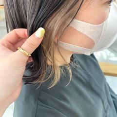 インナーカラー イヤリングカラーベージュ ナチュラル ボブ ヘアスタイルや髪型の写真・画像