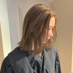 ミディアム ブロンド ナチュラル シアーベージュ ヘアスタイルや髪型の写真・画像