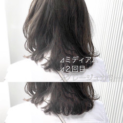 アッシュグレージュ ナチュラル ミルクティーグレージュ スモーキーカラー ヘアスタイルや髪型の写真・画像