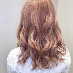 ダブルカラー コーラルピンク セミロング ピンクベージュ ヘアスタイルや髪型の写真・画像