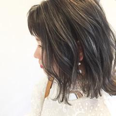 ナチュラル グレージュ ウェーブ ミディアム ヘアスタイルや髪型の写真・画像