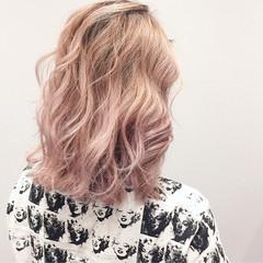 ベージュ ミディアム ストリート ハイトーン ヘアスタイルや髪型の写真・画像
