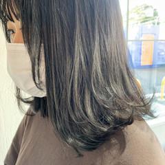 ミディアム ナチュラル 透明感カラー ナチュラルグラデーション ヘアスタイルや髪型の写真・画像