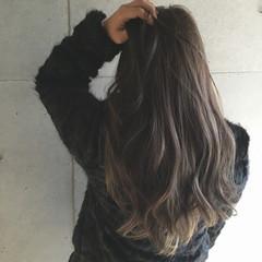 グレージュ コンサバ アッシュ ロング ヘアスタイルや髪型の写真・画像
