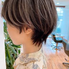 バレイヤージュ ショート ウルフカット モード ヘアスタイルや髪型の写真・画像