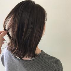 ミディアム アンニュイほつれヘア デート オフィス ヘアスタイルや髪型の写真・画像