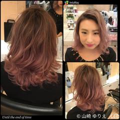 ミディアム ピンク ハイライト 外国人風 ヘアスタイルや髪型の写真・画像