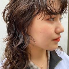ウルフパーマ くせ毛風 ウェーブヘア パーマ ヘアスタイルや髪型の写真・画像
