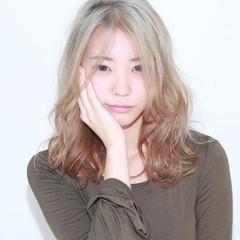 ブラウンベージュ グラデーションカラー アッシュ セミロング ヘアスタイルや髪型の写真・画像