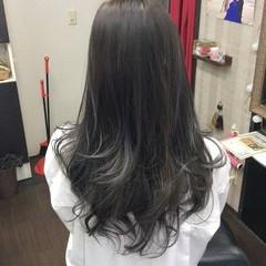 モード セミロング ラベンダーアッシュ ロングヘア ヘアスタイルや髪型の写真・画像
