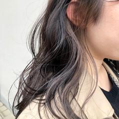 グレー グレージュ インナーカラー セミロング ヘアスタイルや髪型の写真・画像