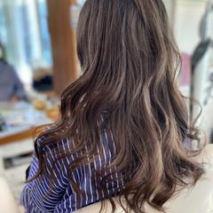 ゆるふわパーマ バレイヤージュ ナチュラル ロング ヘアスタイルや髪型の写真・画像