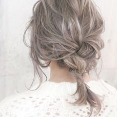 ミルクティーベージュ ミディアム ホワイトグレージュ 簡単ヘアアレンジ ヘアスタイルや髪型の写真・画像