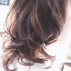 大人女子 ラベンダー セミロング ラベンダーアッシュ ヘアスタイルや髪型の写真・画像