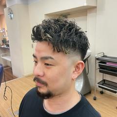 ショート スキンフェード メンズパーマ ストリート ヘアスタイルや髪型の写真・画像