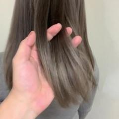 セミロング グレージュ グラデーションカラー ナチュラル ヘアスタイルや髪型の写真・画像