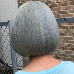 ホワイト ショートヘア ストリート 切りっぱなしボブ ヘアスタイルや髪型の写真・画像