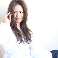 アッシュ 大人かわいい ロング パーマ ヘアスタイルや髪型の写真・画像