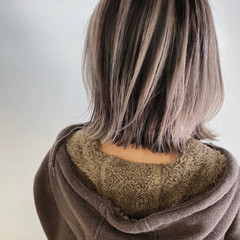 ショートヘア 切りっぱなしボブ ボブ グレーアッシュ ヘアスタイルや髪型の写真・画像