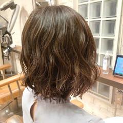 簡単スタイリング ボブ コテ巻き風パーマ ナチュラル ヘアスタイルや髪型の写真・画像
