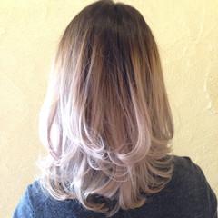 ミディアム ハイトーン バレイヤージュ モード ヘアスタイルや髪型の写真・画像
