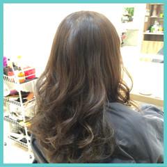 外国人風 ガーリー カーキ ハイライト ヘアスタイルや髪型の写真・画像