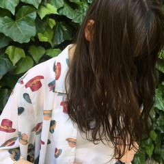 リラックス アンニュイ 外国人風 ウェーブ ヘアスタイルや髪型の写真・画像