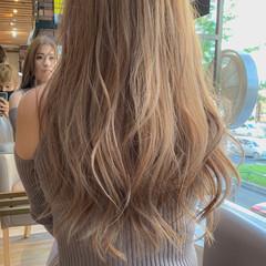 ブリーチ ロング ベージュ ミルクティーベージュ ヘアスタイルや髪型の写真・画像