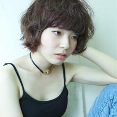 フェミニン モード ショート ナチュラル ヘアスタイルや髪型の写真・画像