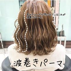 ナチュラル ゆるふわパーマ ボブ 波巻き ヘアスタイルや髪型の写真・画像