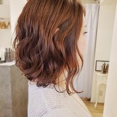 ゆるふわパーマ ミディアム 前下がりヘア デジタルパーマ ヘアスタイルや髪型の写真・画像