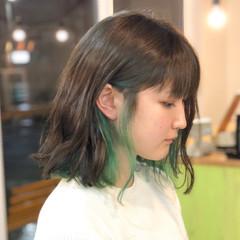 マット グリーン グレージュ ストリート ヘアスタイルや髪型の写真・画像