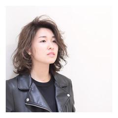 色気 モード レイヤーカット かき上げ前髪 ヘアスタイルや髪型の写真・画像