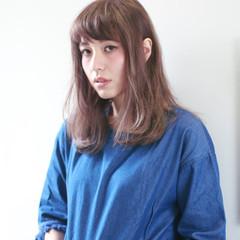 外国人風 コンサバ ミディアム ハイライト ヘアスタイルや髪型の写真・画像