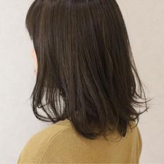 グレージュ ハイライト ナチュラル ミディアム ヘアスタイルや髪型の写真・画像