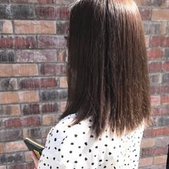 コンサバ ストレート ミディアム グレージュ ヘアスタイルや髪型の写真・画像