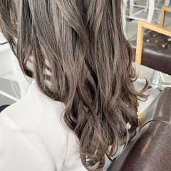 ミディアム ナチュラル ベージュ ナチュラルベージュ ヘアスタイルや髪型の写真・画像