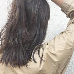 グレージュ ミディアム ハイライト アンニュイ ヘアスタイルや髪型の写真・画像
