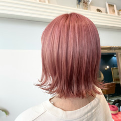 ミディアム ピンクカラー ダブルカラー ブリーチ ヘアスタイルや髪型の写真・画像