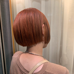 ショート アプリコットオレンジ オレンジブラウン ストリート ヘアスタイルや髪型の写真・画像