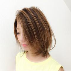 ベージュ ブリーチ ウェットヘア 外国人風 ヘアスタイルや髪型の写真・画像