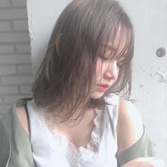 ミディアム 大人かわいい フェミニン アンニュイほつれヘア ヘアスタイルや髪型の写真・画像