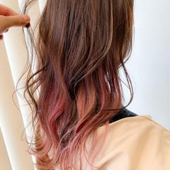 フェミニン ミディアム インナーカラー ヘアスタイルや髪型の写真・画像